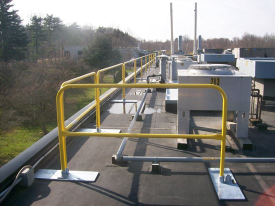 Picture of Roof Guardrail in safety yellow
