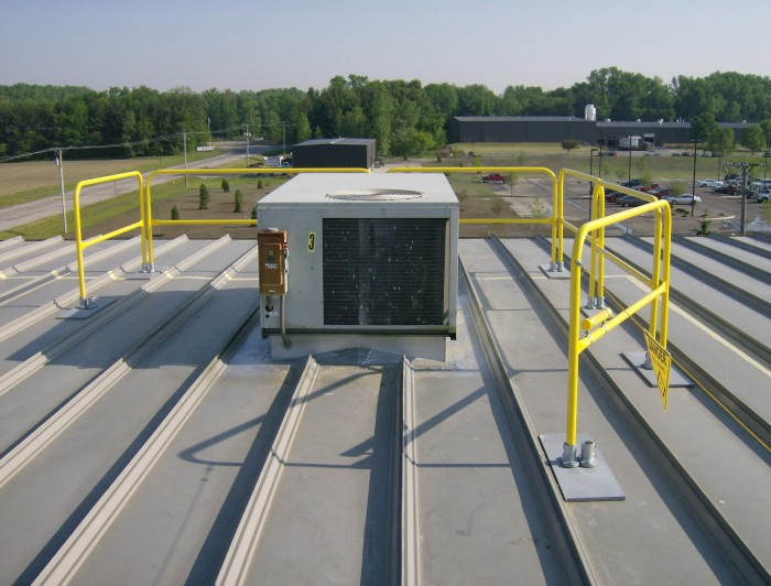 portable rooftop guardrail for HVAC application